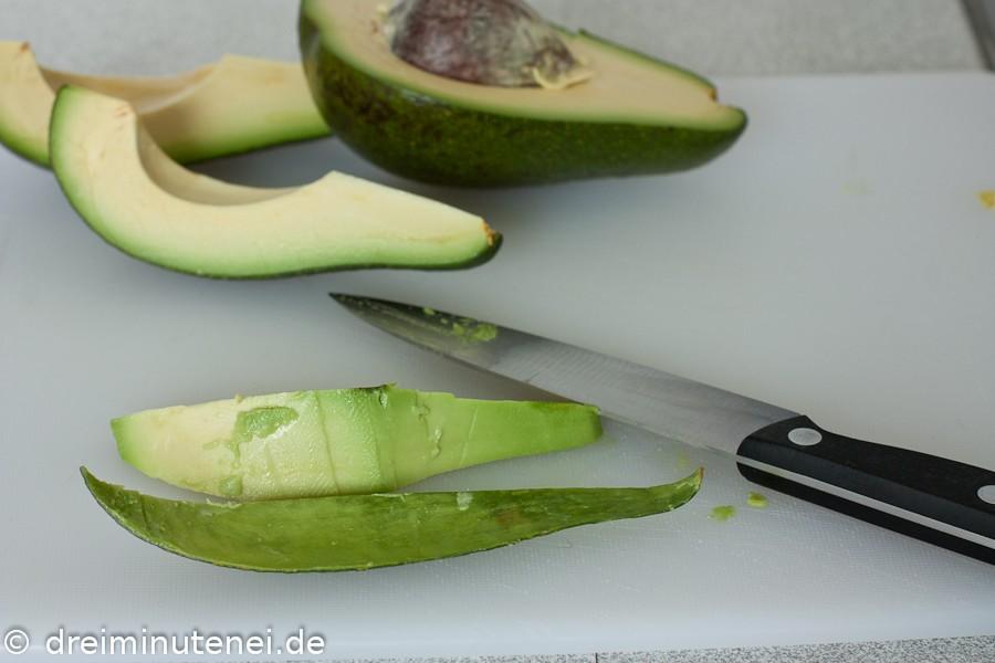 Avocados in Spalten schneiden