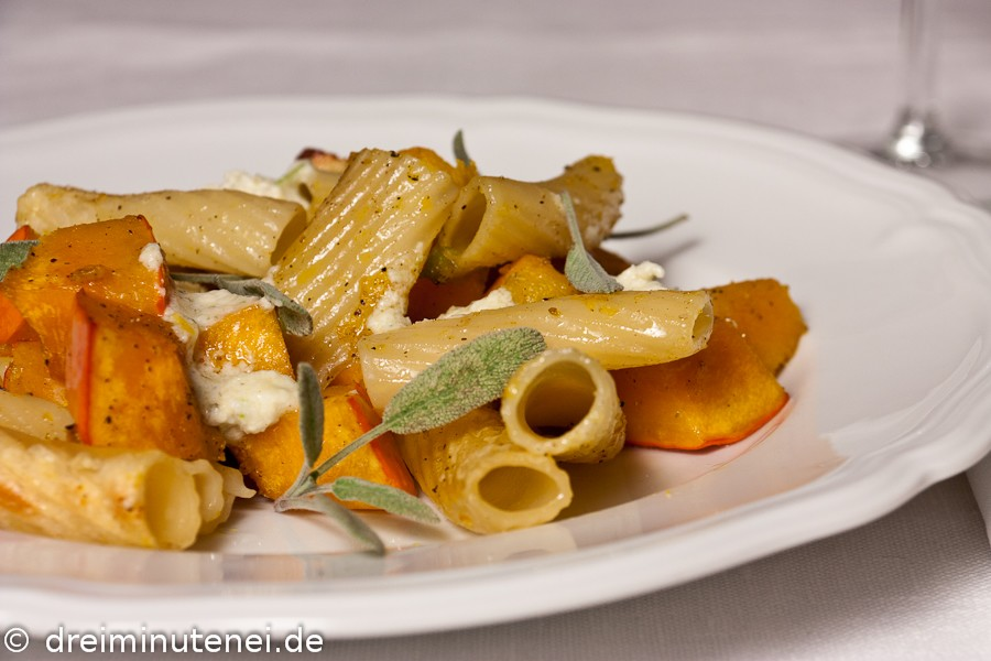 Gebackener Kürbis mit Salbei-Mozzarella-Butter