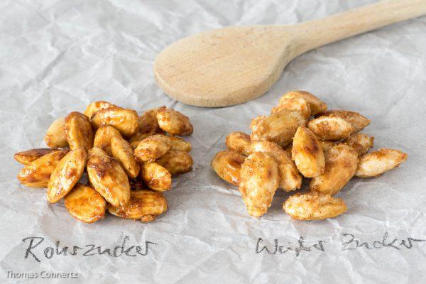 Gebrannte Mandeln im Vergleich: Links mit Rohrzucker, rechts mit weißem Zucker