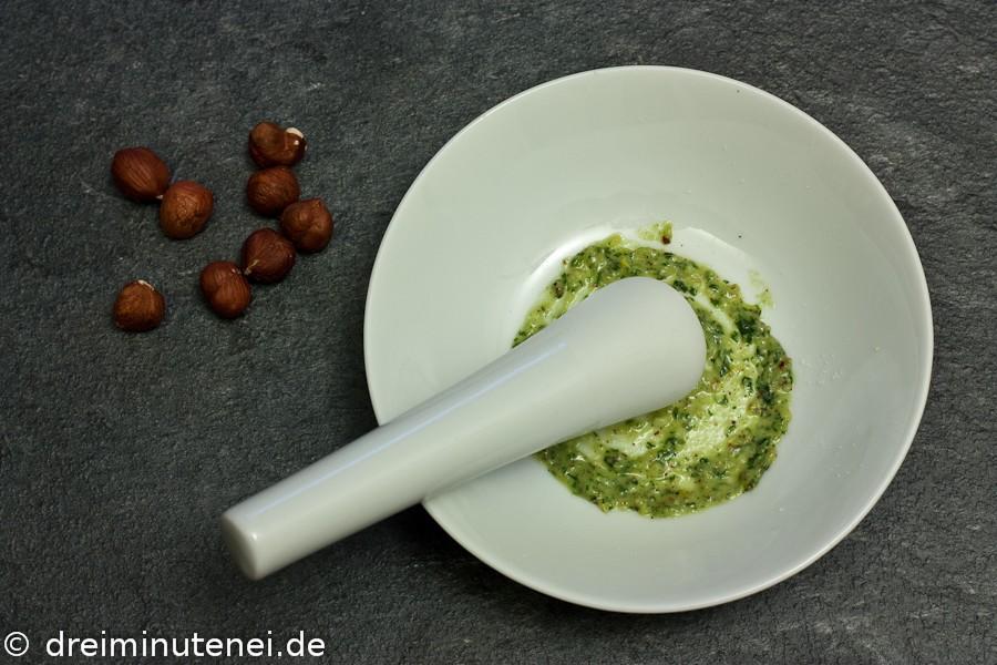 Haselnuss-Zitronen-Pesto