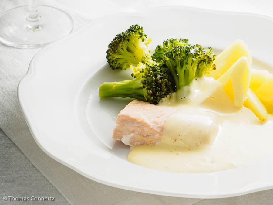 Hollandaise zu Lachs und Gemüse