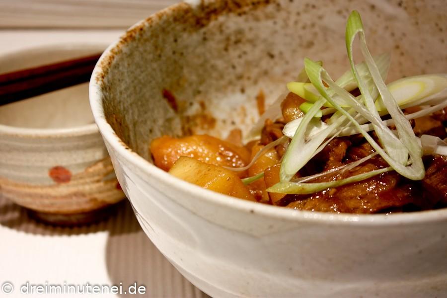 Japanischer Rindfleisch-Kartoffeltopf
