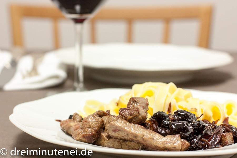 Leber mit Balsamico-Kirsch-Zwiebel-Marmelade