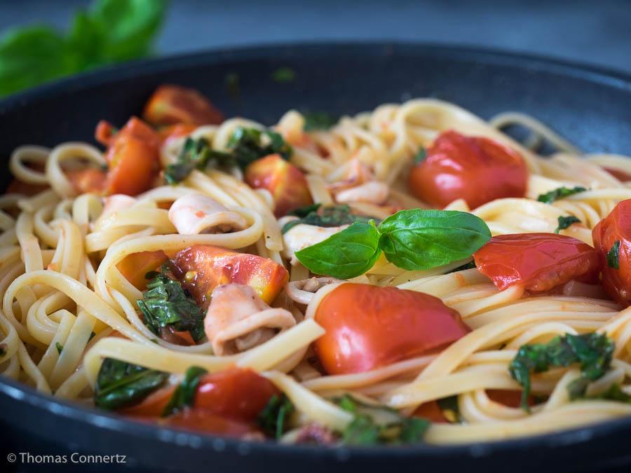 Pasta Calamaretti Tomaten Basilikum