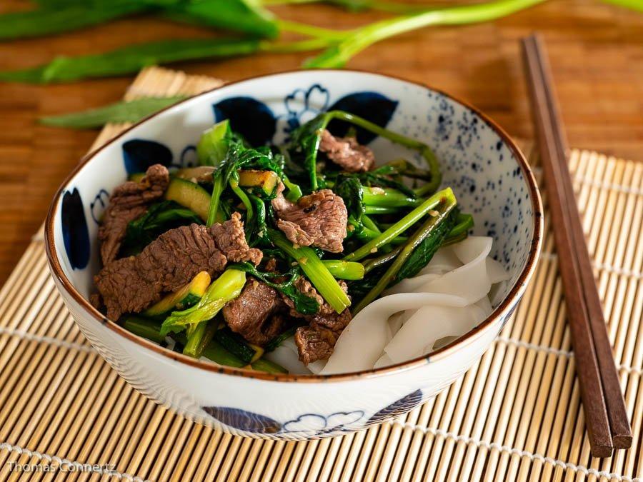 Rindfleisch asiatisches Gemüse Reisnudeln