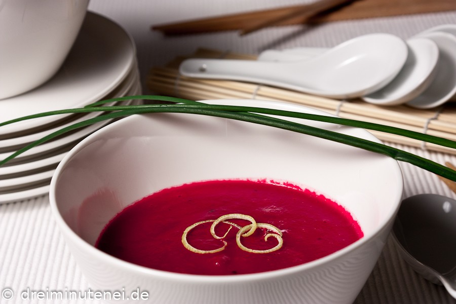 Rote Bete Suppe mit Wasabi