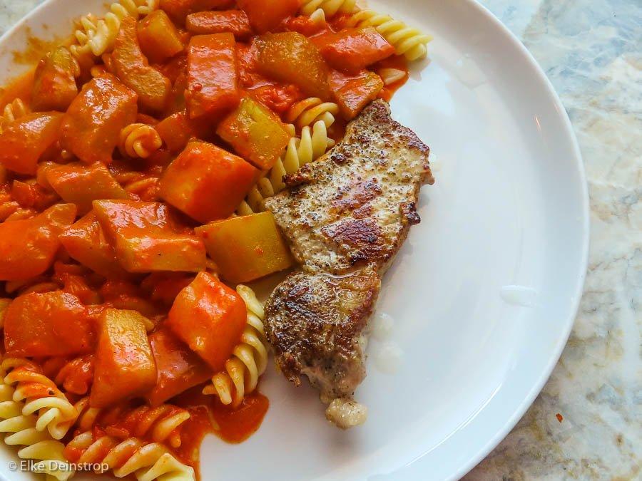 Schmorgurke Tomatensauce