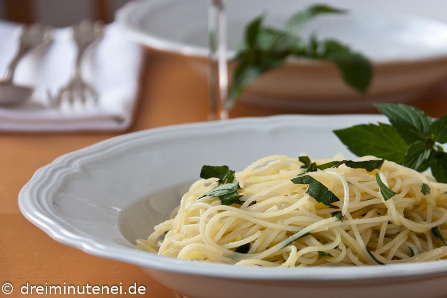Spaghetti mit Minze und Zitrone