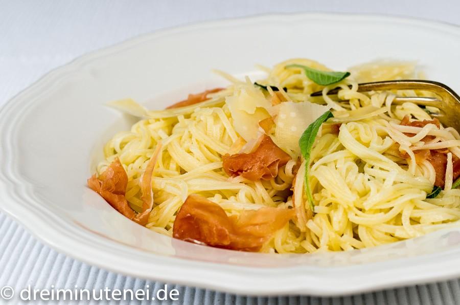 Spaghetti mit Parmaschinken und Salbei