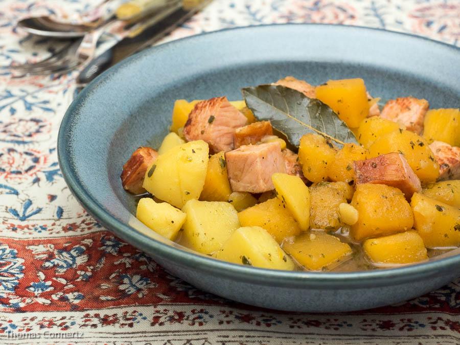 Steckrübeneintopf mit Kartoffeln und Kasseler
