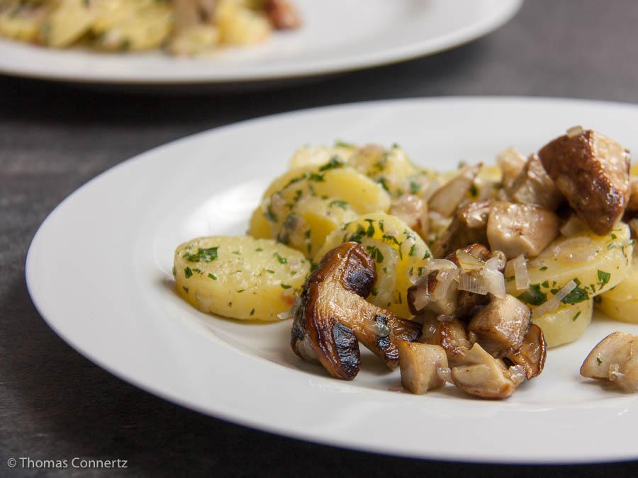 Kartoffelsalat mit Steinpilzen