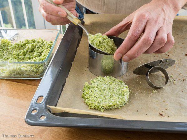 Parmesan-Polenta-Cracker vorbereiten