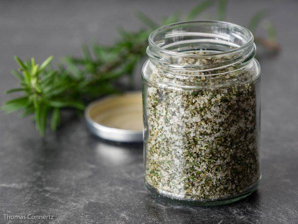 Kräuter konservieren Rosmarin Salz